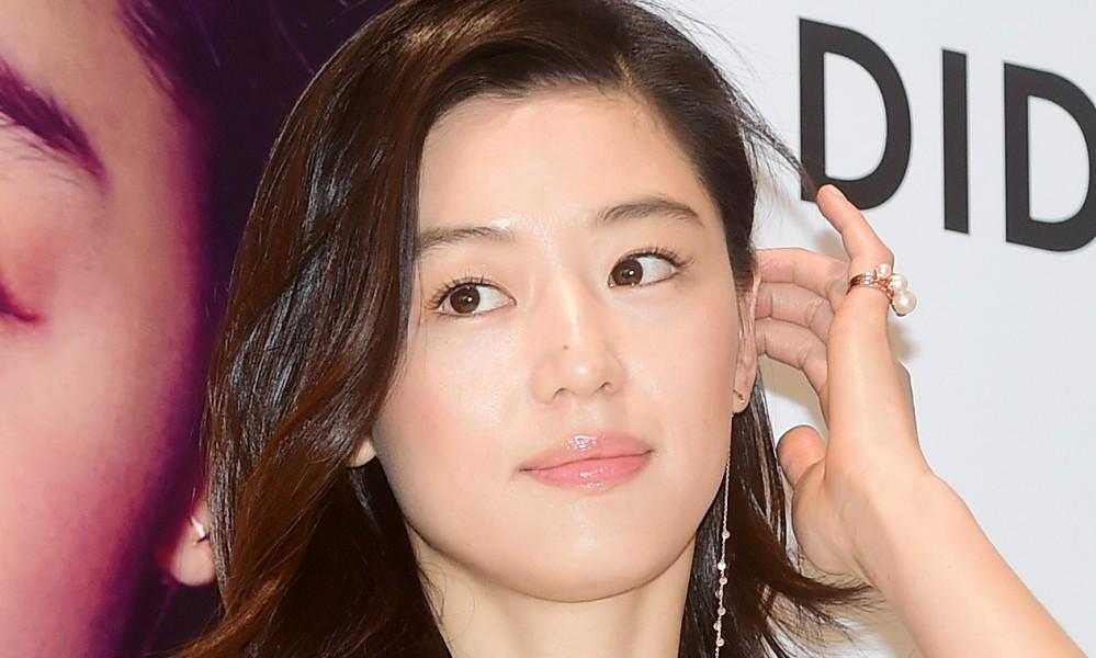 Photo of 명동 일대 마비시킨 '전지현' 스타일링