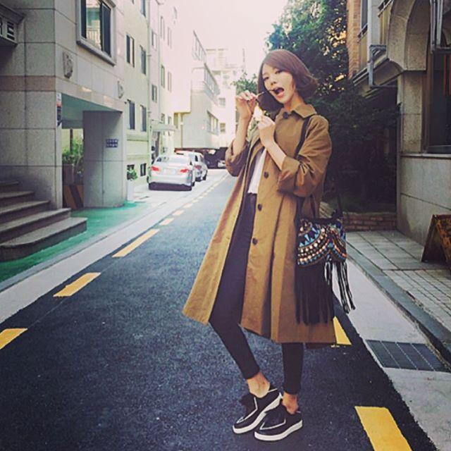 Photo of 리지, 안경 '냠냠' 트렌치코트 '냠냠'