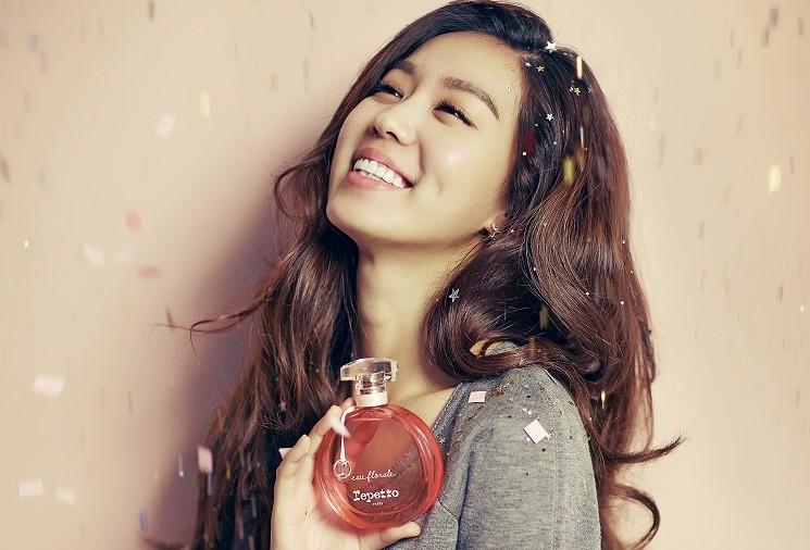 Photo of [FS화보] 김희정, 핑크빛 향기를 품은 미리 크리스마스