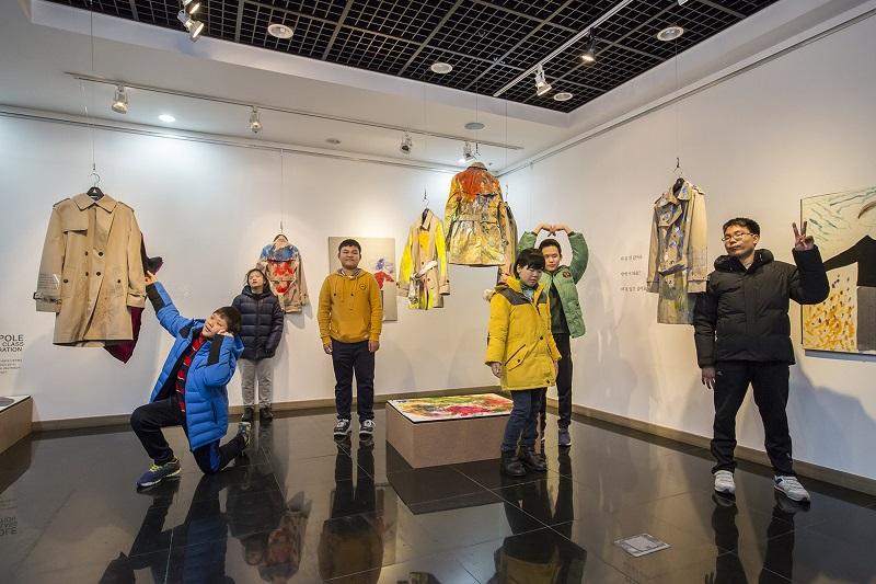 Photo of 삼성물산 CSR 하티스트, 시각장애 아동과 함께 한 예술 작품 전시
