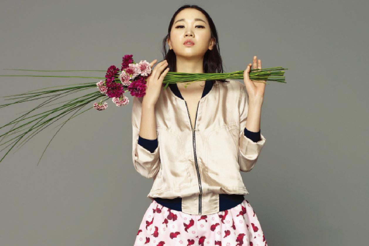 Photo of [FS화보] 꽃보다 장윤주, 향긋한 봄 내음이 가득해