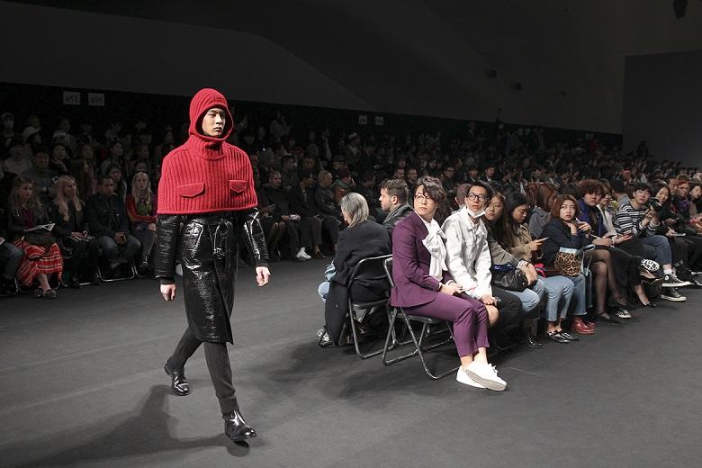 Photo of [헤라SFW DAY④] 송지오 2016 F/W 컬렉션, 옷 위에 낭만이 스며들다