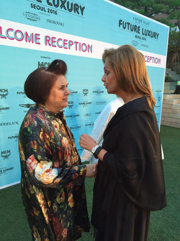 ▲인터내셔널 저널리스트 수지 멘키스와 맥아더글렌 그룹 CEO 줄리아 칼라브레스