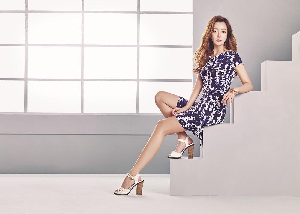 Photo of [FS화보] 김희선, 남심을 자극하는 휴양지 패션