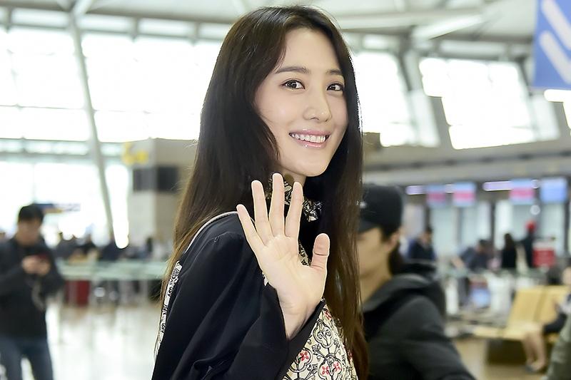 Photo of [PHOTO] 수현, 수수한 그녀의 리얼 공항패션