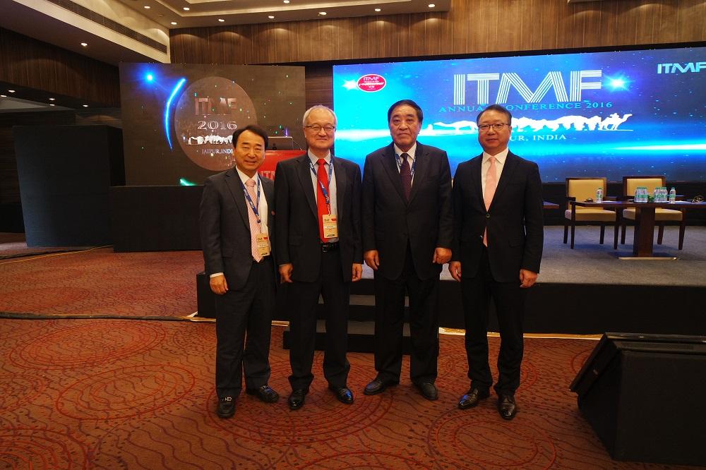 성기학 한국섬유산업연합회 회장(좌측에서 2번째) 왕티엔카이(王天凱) ITMF 회장(좌측에서 3번째)