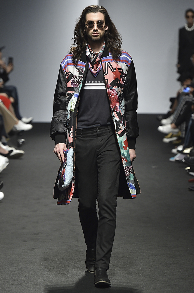 [SFW2017FW] 그리디어스, 셜록 홈스의 빅토리안 스타일  패션서울