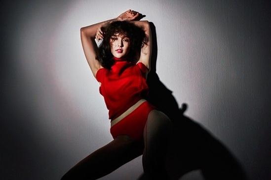 Photo of 모델 비비안, 관능적인 포즈로 시선 집중