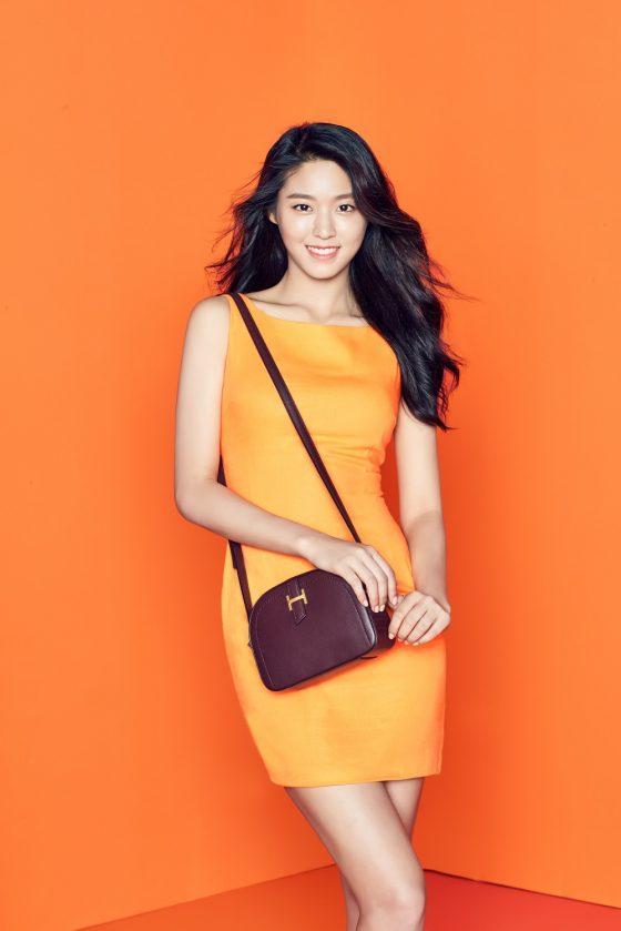 [패션엔] 설현, 초밀착 원피스로 상큼한 오렌지걸 변신! 과즙미